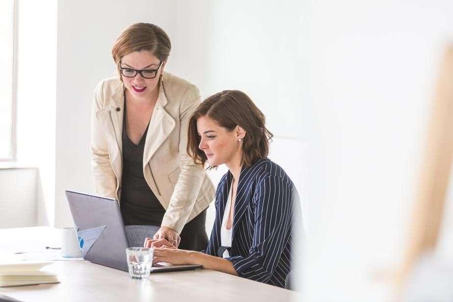 business-women-working_925x.jpg